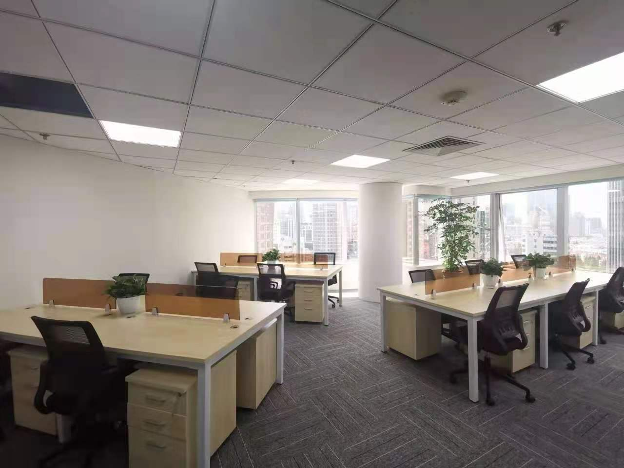 现代大厦6人间带窗户共享办公室出租